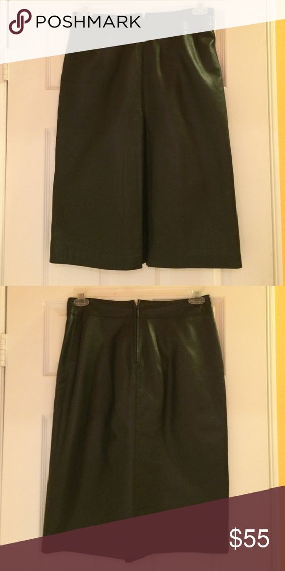 Black leather skirt Black leather Frenchi skirt with one pleat in front. Covers knees. Excellent condition Frenchi Skirts Midi