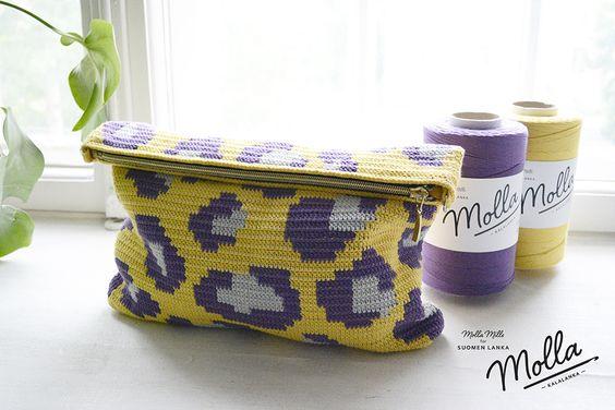 Moda em Crochê: Crochê de oncinha | Clutch de crochê por Molla Mills para a Suomen lanka | estampa animal, animal print crochet pattern