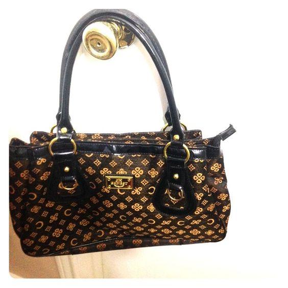Ernest handbag NWOT beautiful handbag.. Very lightly used Bags