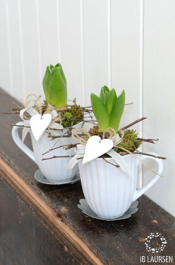 Pomysly Na Wiosenne Dekoracje Do Domu Spring Decor Easter Table Decorations Spring Flowers