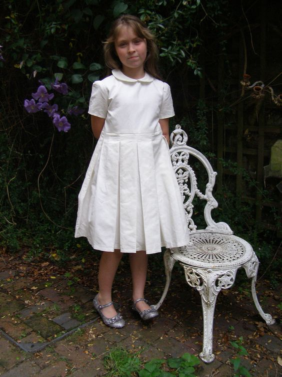 Classical Linen Dress - Age 6 - 7. via Etsy.32.32
