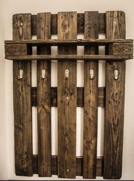 FETTE PALETTE Upcycling aus Greifswald! Die Palettenmöbel kommen geschliffen und gehobelt, Naturholz. - Die Oberfläche der Garderobe wird anschließend Lackiert und ist damit resistent gegen...