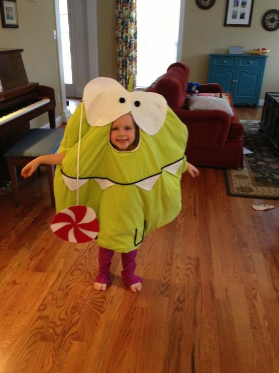 Awesome Om Nom Halloween costume idea from Brooke Hannah Behar and her family!
