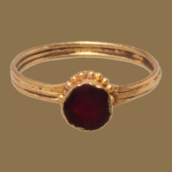 OSTROGOTHIC GARNET IN A CUP BEZEL Italy, 5-6th century Gold and garnet