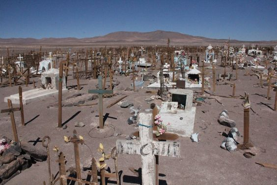 Antiguo cementerio en pleno desierto de Atacama (Ex Oficina Chile) Antofagasta.