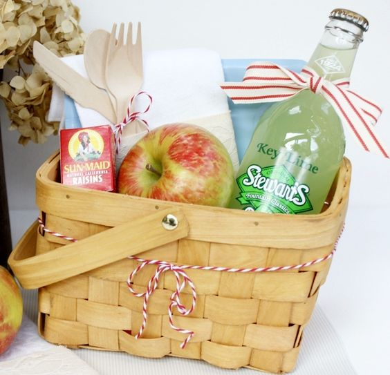 Picnic Basket Breakfast Ideas : I would love to find these baskets in sa teddy bear