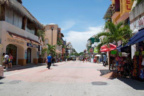 La Quinta Avenida, Playa del Carmen, México