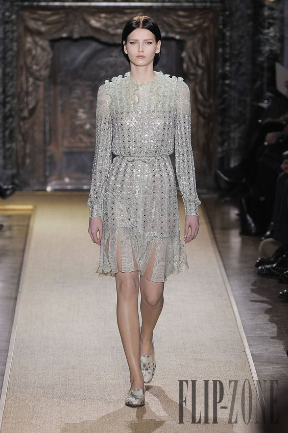 Valentino Spring-summer 2012 - Couture - http://www.flip-zone.com/valentino-2715
