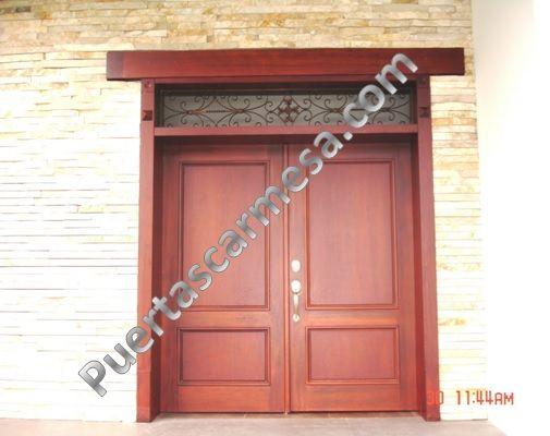 Puerta calle dos hojas con montante color nogal puertas for Puertas rusticas exterior