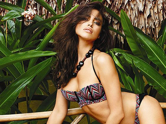 Irina_Shayk_In_Bikinis_For_March_2014_Beach_Bunny_Swimwear_LB.jpg