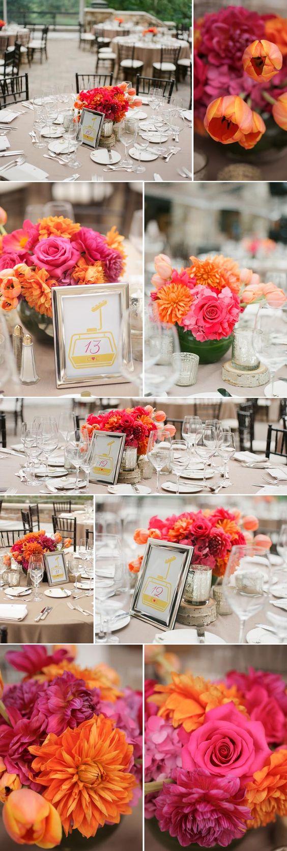 Zur Hochzeit: Tischdeko in Pink & Orange mit vielen Blumen © Pepper Nix Photography
