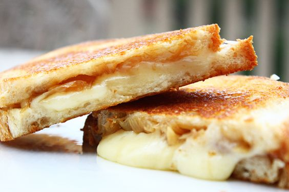 french onion grilled cheese sandwiches=yum