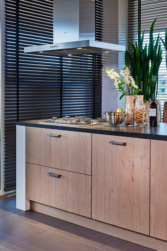 Nieuwe houten keukenfronten van Keller Wildenborch bij Tieleman ...