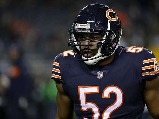 Khalil Mack Accidentally Destroys Bears Coach During Drills At Practice Video Nfl Odds Nfl Mack