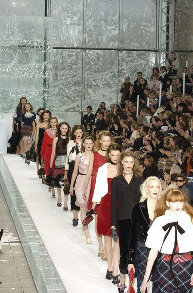 Louis Vuitton Fall 2004 Runway Pictures - Livingly