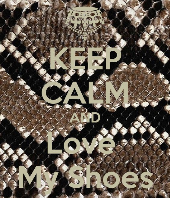 Imagen de http://sd.keepcalm-o-matic.co.uk/i/keep-calm-and-love-my-shoes-2.png.