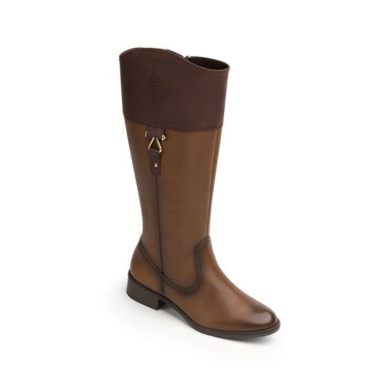 Línea de bota y botín semi vestir estilo hípico con herrajes metálicos que le dan un look clásico-moderno. Los estilos 15120 y 15121 llevan acabados sombreados; el estilo 15121 se adorna con detalles troquelados . El tubo de la bota es 100% piel si bien el estilo 15122 incorpora también un elástico lateral para mejor …#shoes #zapatos #fashion #moda #goflexi #flexi #clothes #style #estilo #otono #invierno #autumn #winter