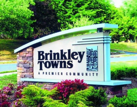Dimensional monument sign with natural stone brick