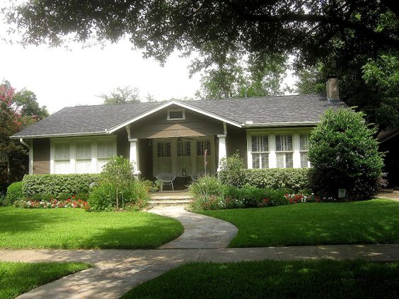 The OtHeR HoUsToN BUNGALOW FRONT YARD GARDEN IDEAS Front Yard