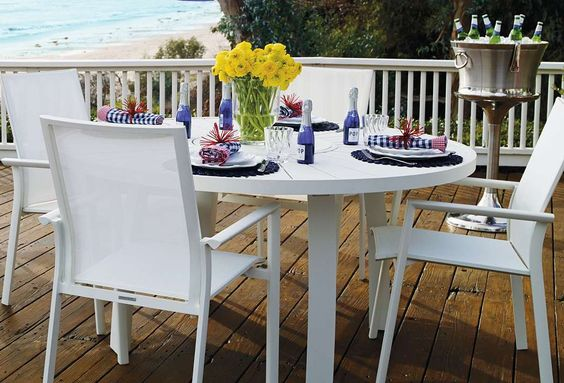 Sit back and enjoy a cool drink and relaxed dinner with our sophisticated yet casual Palm Collection.