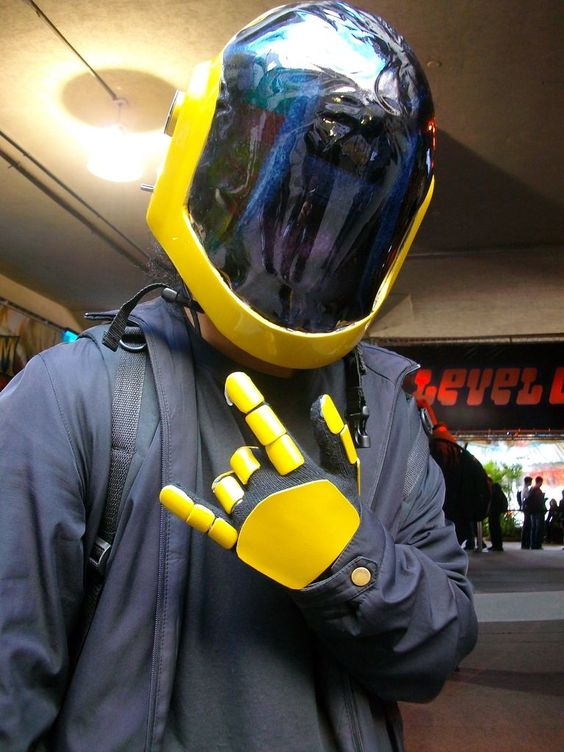Instructables - cosplay helmet/accessory tutorial using fiberglass resin.