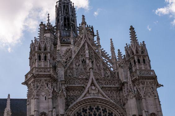 Cath drale d 39 evreux dentelle gothique flamboyant au dessus for Architecture gothique