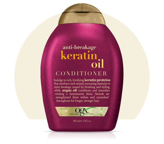 Anti Breakage Keratin Oil Conditioner OGX De oplossing voor slap haar dat snel afbreekt Geen gespleten haarpunten, uitstekende haartjes in een kapsel en afgebroken haren meer. Houdt innerlijke kracht en het vocht in je haar. Met deze fijne behandeling, helpt je je haar lang te worden.