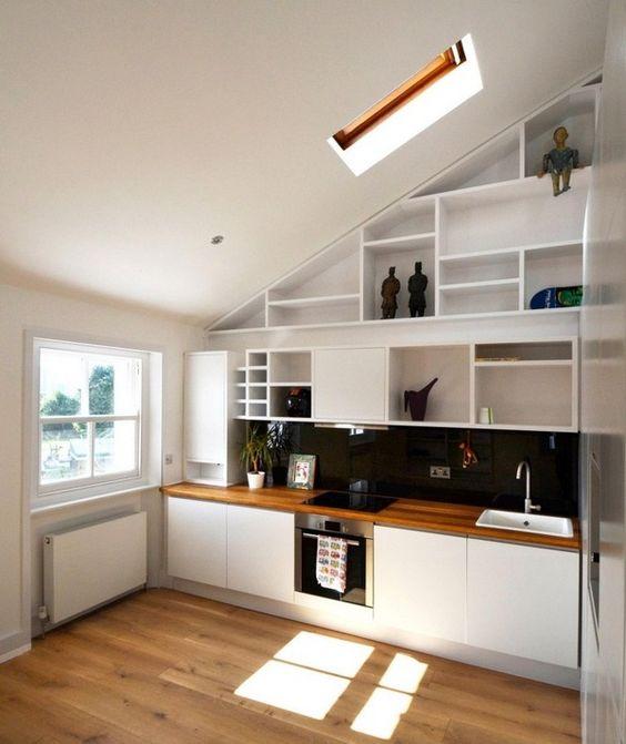 Holz-Arbeitsplatten Küche moderne Dach Schrage offene Regale weiß ...