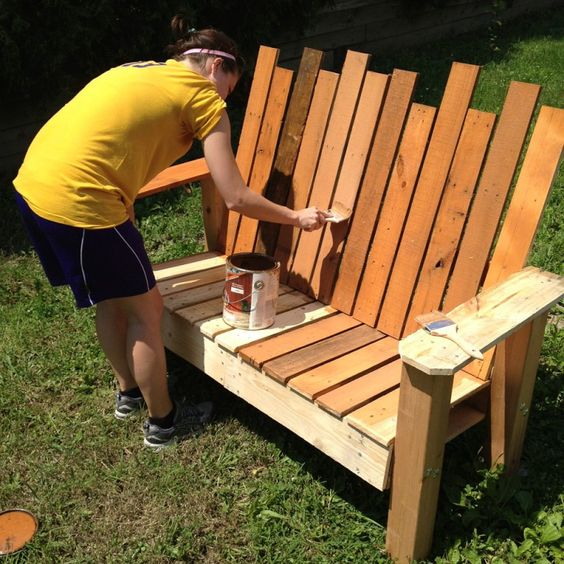 Repurposed pallet into a do it yourself bench pallet for Repurposed pallet projects