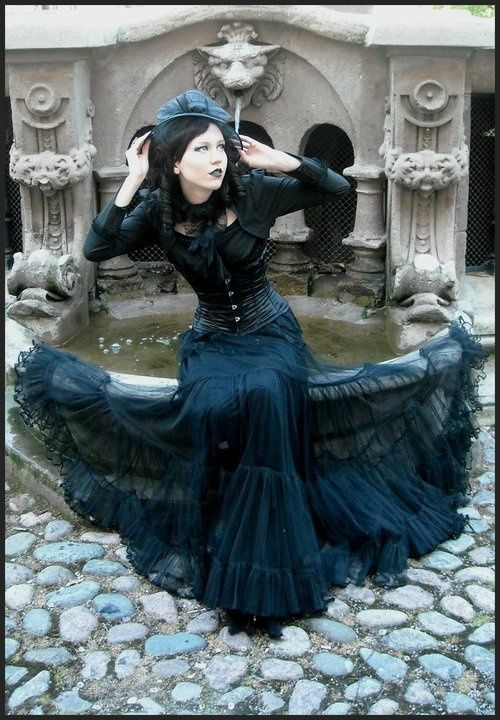 Gothic Ladies | Beauty | Fashion | Costume | Creativity | Couture |