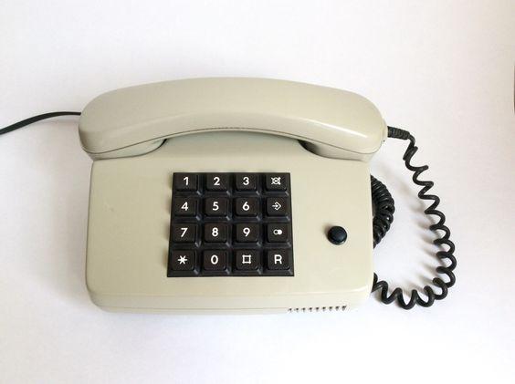 Ein persönlicher Favorit aus meinem Etsy-Shop https://www.etsy.com/de/listing/387395798/vintage-telefon-deutsche-taste-kabel