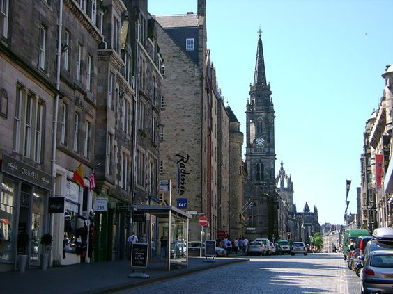 the Royal Mile in Edinburgh, Scotland- awesome place to visit and have a pint!!!
