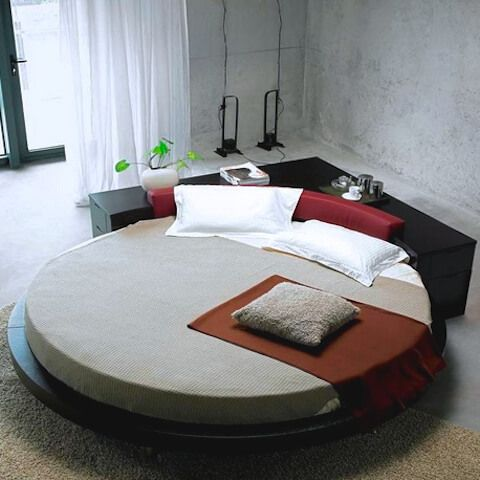 Round Shaped King Size Bed Helping In Decorating Your Bedroom