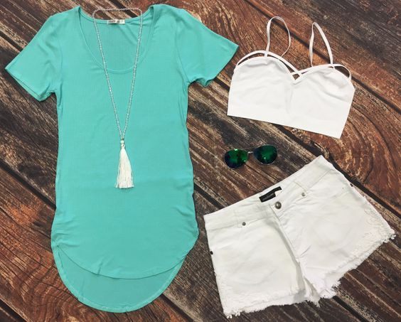Sweet and Simple Ribbed Top: Mint