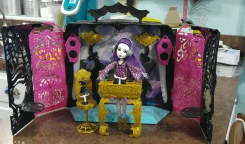 Monster High 13 Wishes Party Lounge Spectra Vondergeist Ghost DJ MP3 iPod Dock https://t.co/4MZcT7Vtg2 https://t.co/SWNIgHGhT4