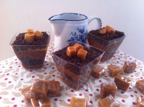 Verrine de pão de mel com mousse de chocolate e caramelo