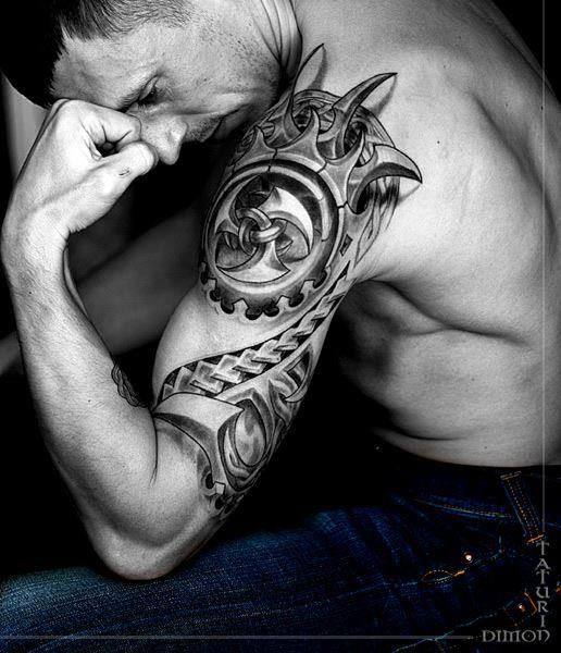 men 39 s shoulder tattoo i like the cast shadow from the spikes adding 3d effect armour. Black Bedroom Furniture Sets. Home Design Ideas