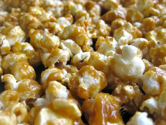 Salted Caramel Popcorn: Delicious Desserts, Caramel Popcorn, Dessert Recipes, Recipes Desserts, Baking Desserts Realistically, Desserts Cakes, Salted Caramel, Desserts Yummy, Desserts Sweets