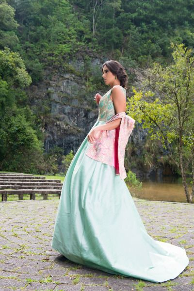 PRODUÇÃO DE MODA por Hellen Albuquerque Coleção Romance da estilista angolana Soraya da Piedade.  . Fotos: Mel Gabardo