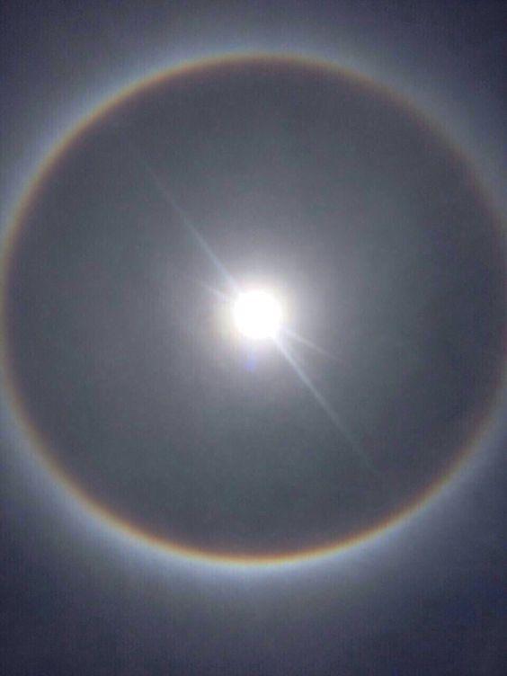 Sol con arcoíris en México