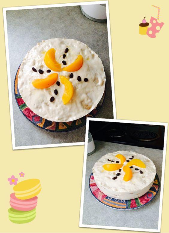 Pastel de gelatina con duraznos y nuez.