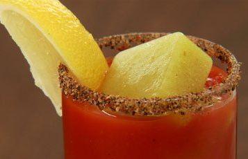 Suco de tomate caesar