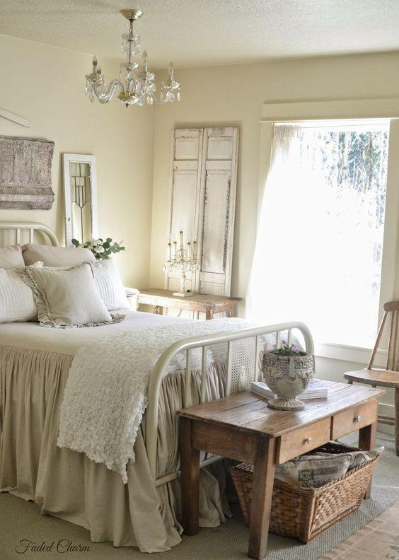 50+ Classic and Vintage Farmhouse Bedroom Ideas http://homecantuk.com/65-classic-vintage-farmhouse-bedroom-ideas/