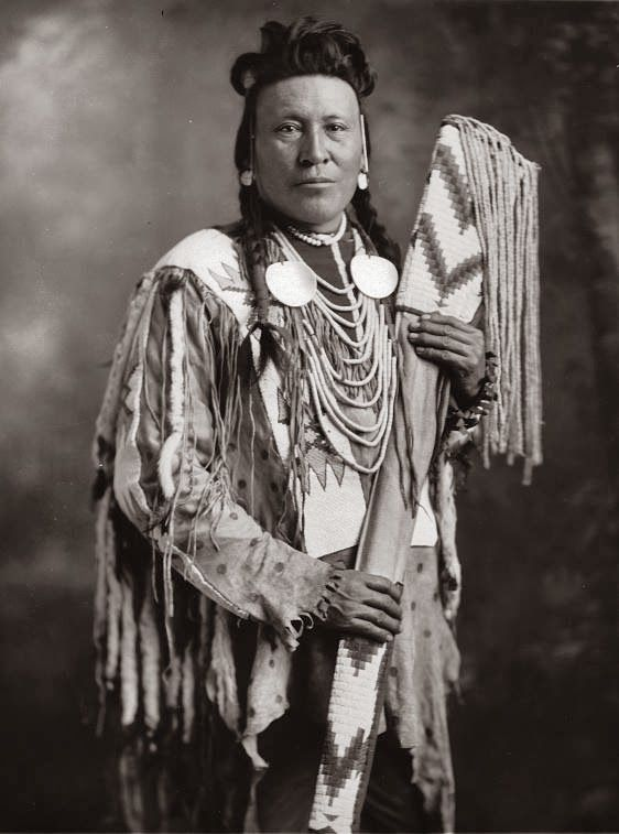 Blackfoot Indian Woman | Blackfoot-Indian-photo-Moon Chief-1925