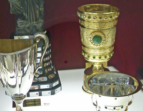Die Insignien eines erfolgreichen Fußballvereins. http://blog.bremen-tourismus.de/wuseum/