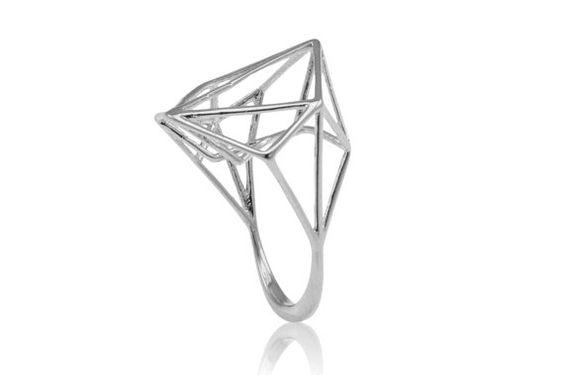 Belle bague contemporaine géométrique 3D 14K, crée un espace large et structure architecturale semble flotter au-dessus du doigt