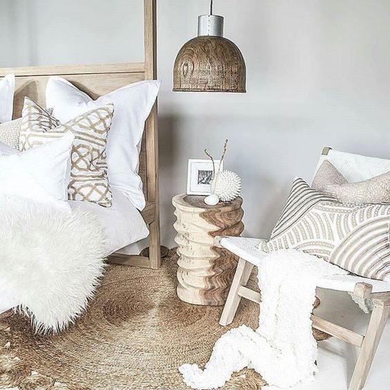 Love the style From @uniqwacollections  #interiordesignideas #beautifulhome #details #homedecor #whitedecor #coolinterior #coolhomes #interiorstyling by frupoverudhansen.no presented by SuperiorCustomLinens.com