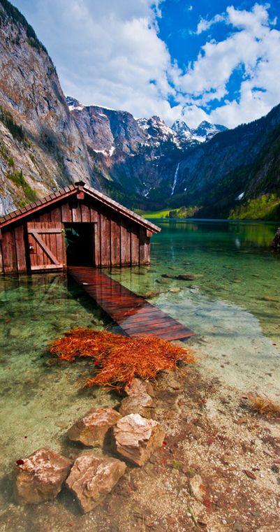 Das ist der Obersee im Nationalpark Berchtesgaden. Es ist der einzige deutsche Nationalpark in den Alpen.