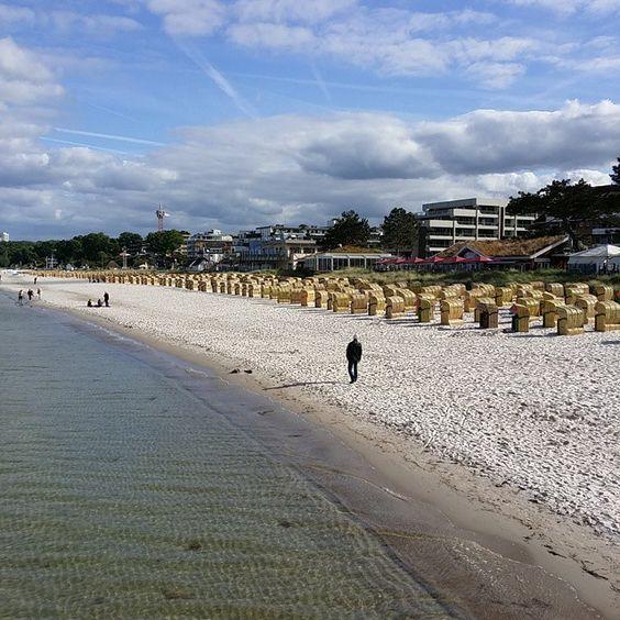 via Instagram mundjoe: #scharbeutz ist bereit für die sommerurlauber... #scharbeutz#ostsee#strandkörbe#nature #meer#naturelovers#sea#beach#strand #überwasser