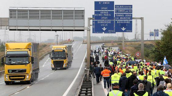 """Proteste gegen Flüchtlingslager: Fernfahrer blockieren """"Dschungel"""" von Calais"""